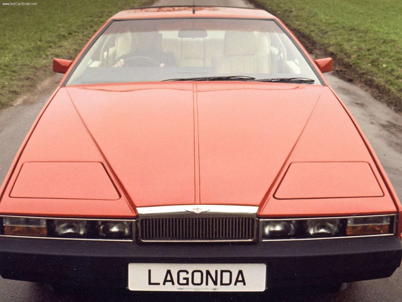 aston_martin-lagonda-1976-7